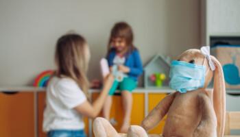 Barn skal få slippe smittekarantene