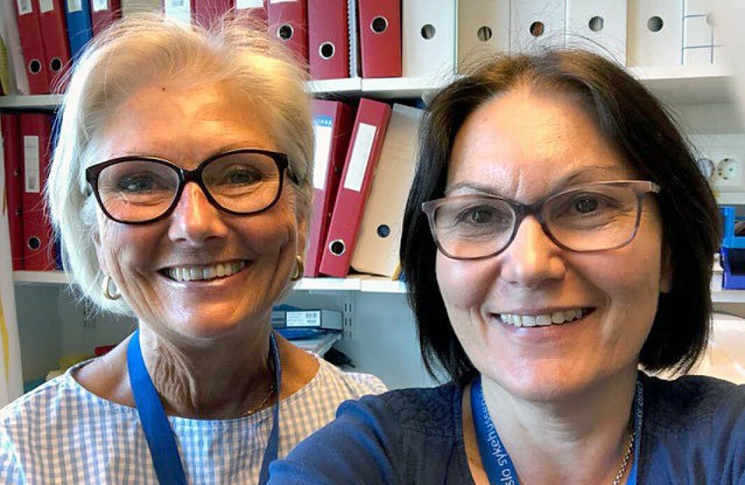 """<span class="""" italic"""" data-lab-italic_desktop=""""italic"""">Psykologspesialist Helle Schiørbeck (til venstre) og spesialpedagog Elna Thurmann-Nielsen jobber blant annet med å lære barnehagepersonell hvordan de skal håndtere barn med spisevansker. </span>"""