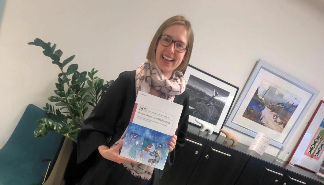 Næringsminister Iselin Nybø mottok rapport fra Velferdstjenesteutvalget i desember. Nå er høringsfristen ute.