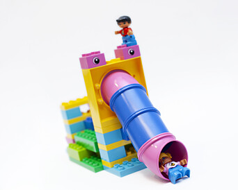 I årets oppdrag skal barna skal bygge en hinderløype