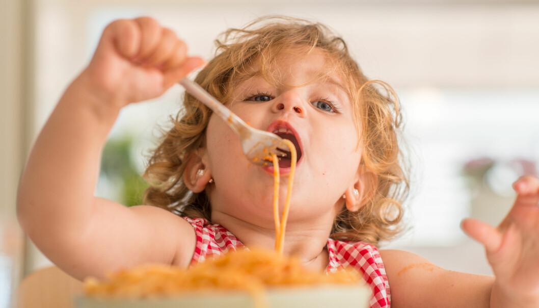 Mange har nok stusset på hvor ulikt barnehagene har tolket smittevernreglene for hvordan man kan redusere faren for koronasmitte, skriver Siril Alm.