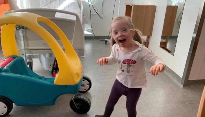 """<span class="""" italic"""" data-lab-italic_desktop=""""italic"""">Mandag denne uka var Kornelia på plass i barnehagen igjen. Det holdt med en overnatting på sykehuset, og nå er hun i full vigør igjen.</span>"""