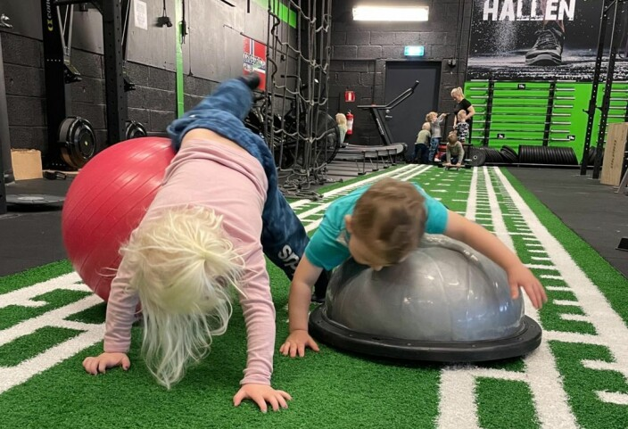 Her trener treåringene Crossfit