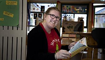 Pedagogisk leder Veslemøy Ihler-Aamelfot har lest barnehagekrimbøkene både på jobb og hjemme.