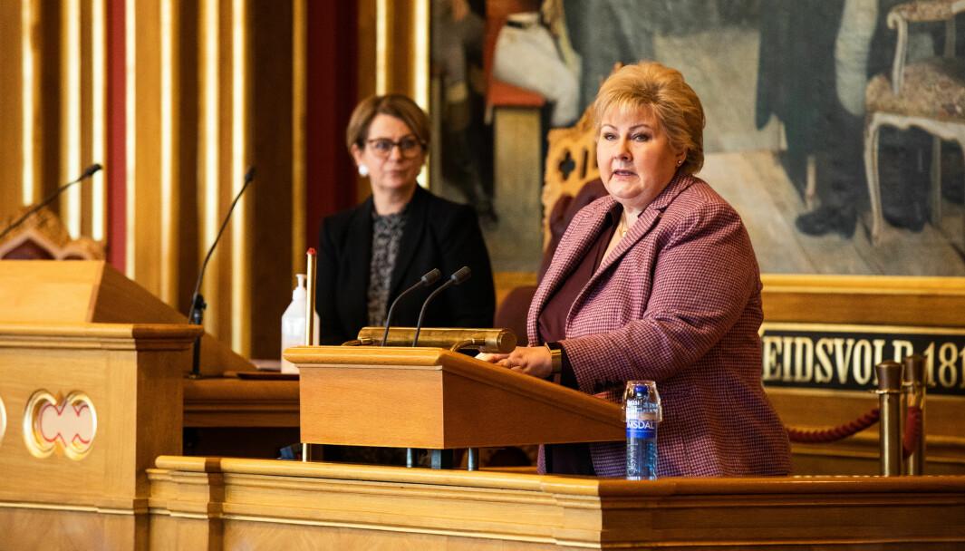 Statsminister Erna Solberg (H) redegjør for Stortinget om koronapandemien.