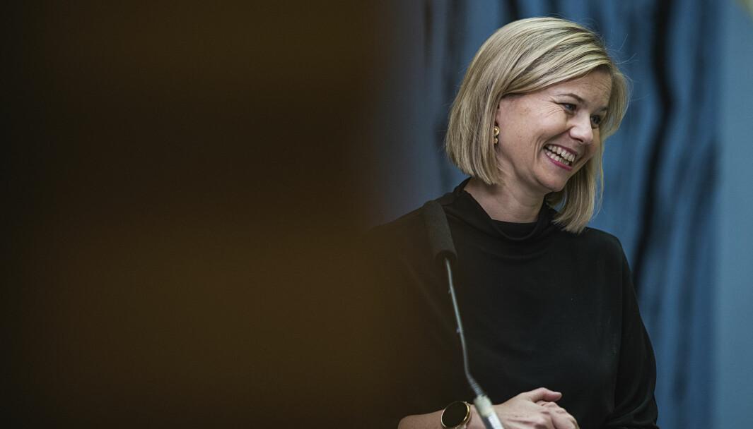 Kunnskapsminister Guri Melby (V) og regjeringen ber Stortinget forlenge den midlertidige koronaloven.