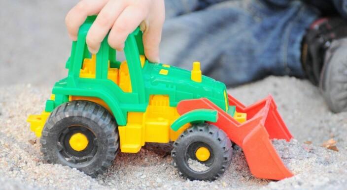 Inkludering av barn i læringsfellesskapet i dagens barnehager og skoler