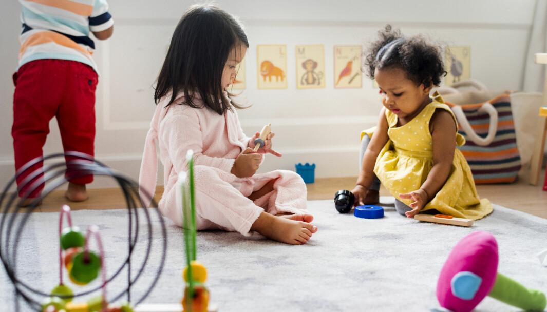 Kunnskapsdepartementet viser til at det kan bli et kapasitetsproblem hvis for mange som ikke har et reelt behov tar opp plassene når barnehager og skoler er stengte eller har redusert åpningstider på grunn av smittevern.