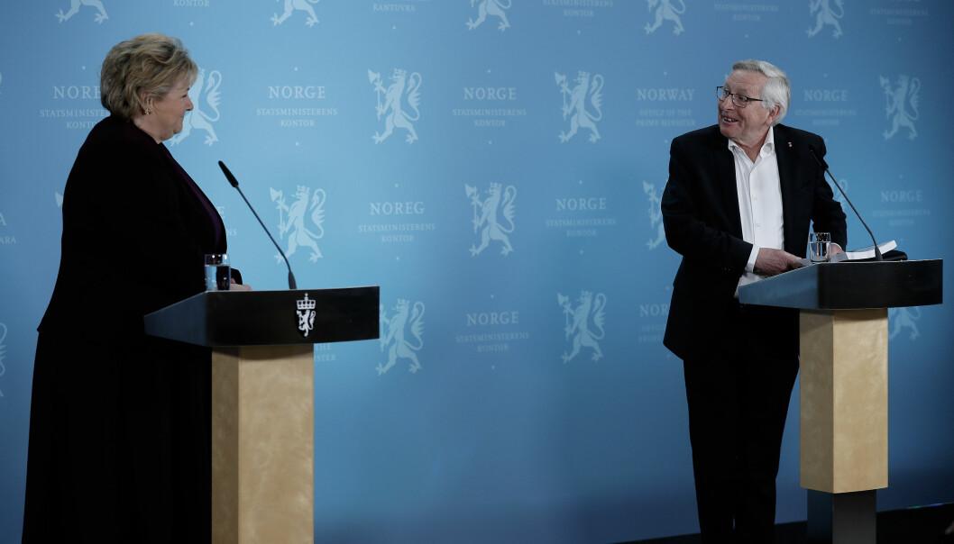 Statsminister Erna Solberg og leder i Koronakommisjonen Stener Kvinnsland under pressekonferansen hvor Koronakommisjonen fremla sin rapport.