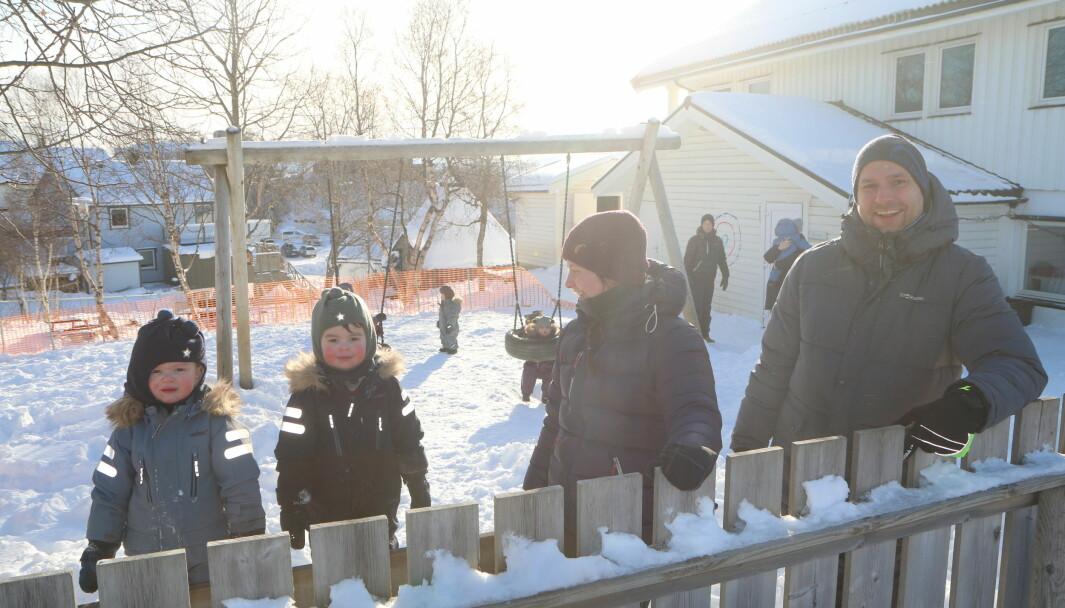 Styrer Jan Magnus Mikalsen og pedagogisk leder Rebekka Kvalvik Hanssen i Norlandia Paradiset barnehage i Bodø. Bildet er tatt ved en tidligere anledning.