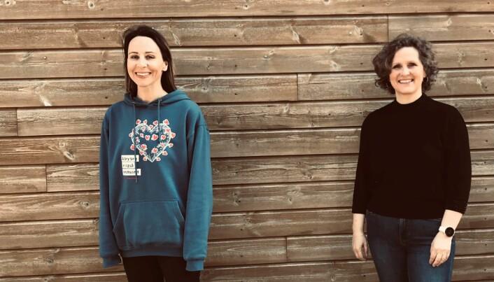 """<span class="""" italic"""" data-lab-italic_desktop=""""italic"""">Pedagogisk leder Silje Mari Sæther (til venstre) og styrer Sonja Lønøy Bjørshol tente fullstendig på ideen om å lage musikkvideo i barnehagen. </span>"""