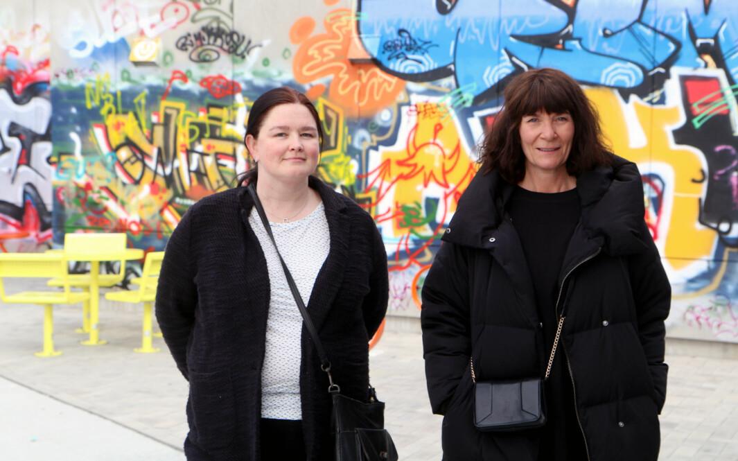 Barneverntjenesten i Bodø kommune ser en klar økning i antall henvendelser fra barnehagene etter innføringen av Barnas verneombud og kursing i Stine Sofie barnehagepakke. Det mener Maritha T. Fagerheim (til venstre) og Ida Arntsen er svært positivt.