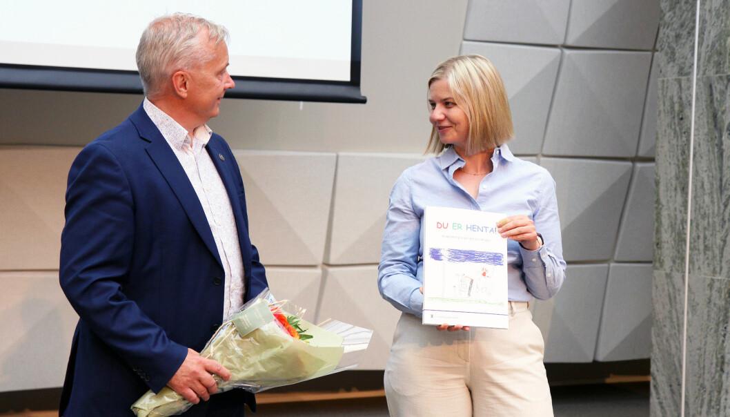 Knut Storberget har overlevert rapporten til kunnskapsminister Guri Melby.