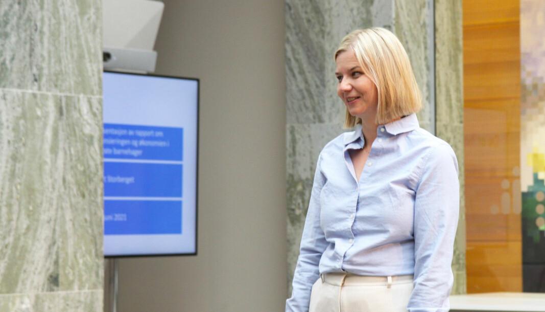 Kunnskapsminister Guri Melby (V) og regjeringen åpner for at kommunene selv kan få prioritere barnehageansatte i vaksinekøen.