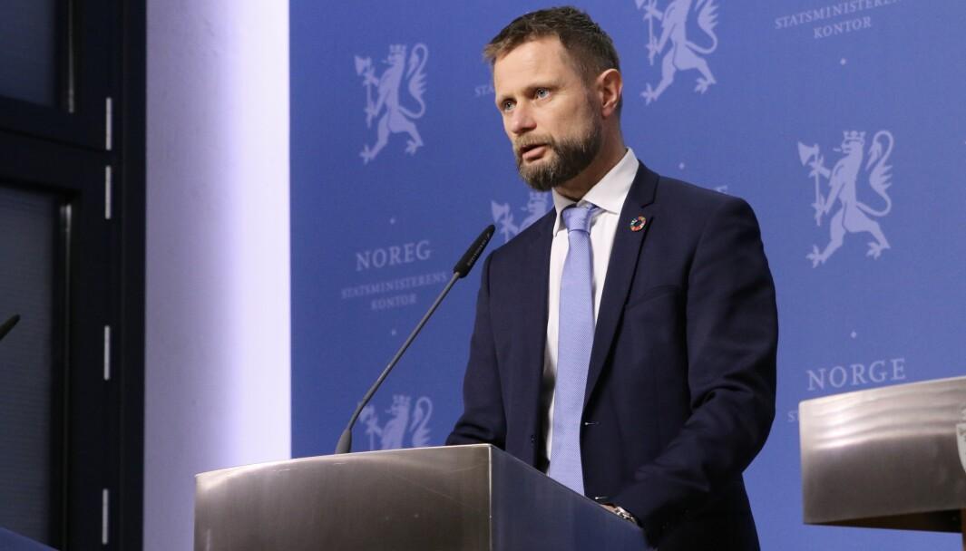Helse- og omsorgsminister Bent Høie og resten av regjeringen får ikke vedtatt ny forskrift på denne siden av sommeren.