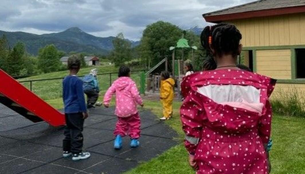 Høre barnehages fokus er å ha barna ute og ha utelek, samt ord og begrepslæring.