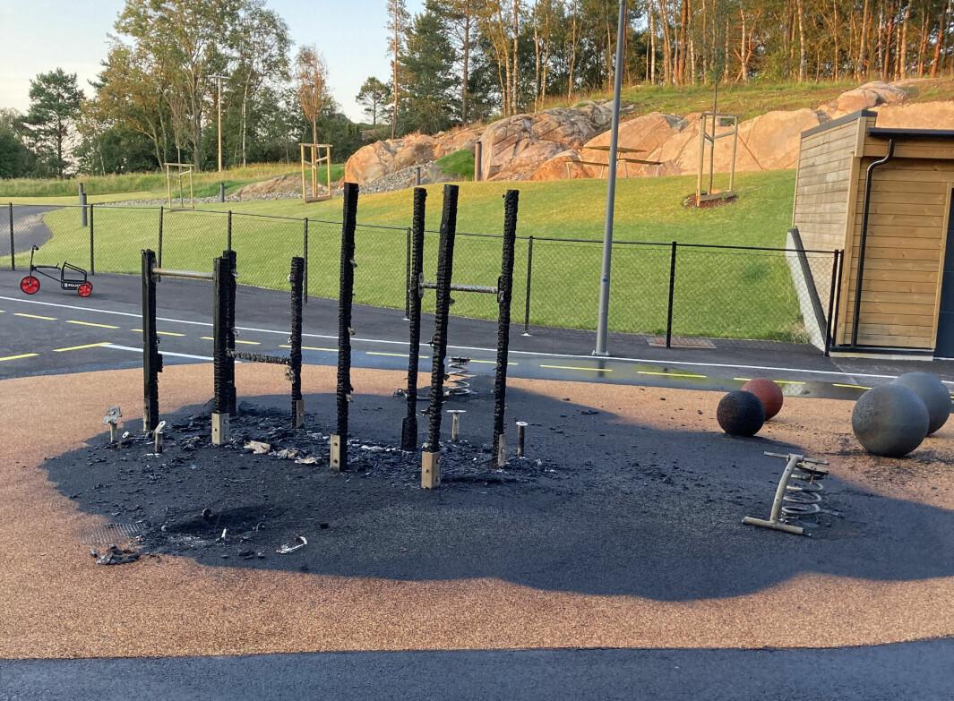 Slik så det ut på lekeområdet til Rundevoll barnehage etter at brannen var slukket.