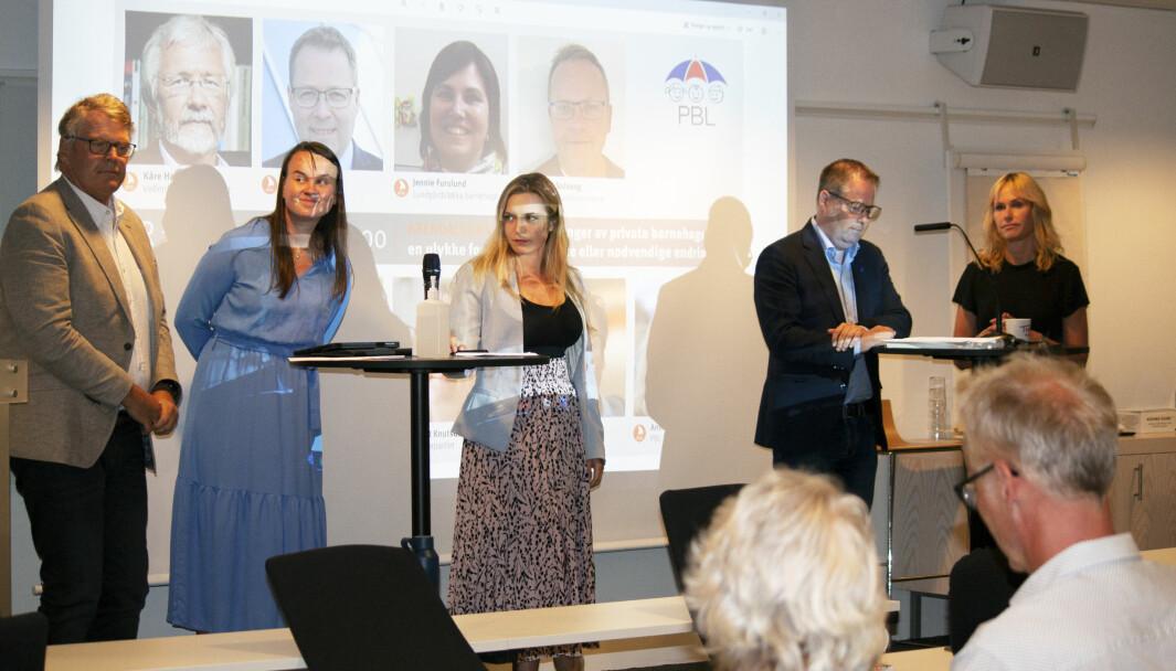 """<span class="""" italic"""" data-lab-italic_desktop=""""italic"""">Det var også duket for debatt om framtidens finansiering av barnehagesektoren. Fra venstre: Hans Fredrik Grøvan (KrF), Marit Knutsdatter Strand (Sp), Mathilde Tybring-Gjedde (H), Bjørn Arild Gram (KS) og Anne Lindboe (PBL). I tillegg deltok Robert Ullmann fra Stiftelsen Kanvas.</span>"""