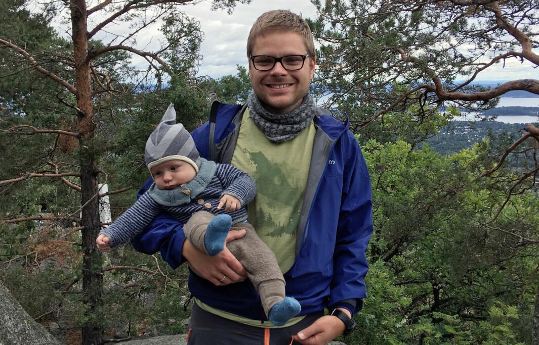 Erik Eika er tobarnspappa og FUB-medlem, og etterspør større forutsigbarhet for småbarnsforeldre når det kommer til smittevernstrategien.