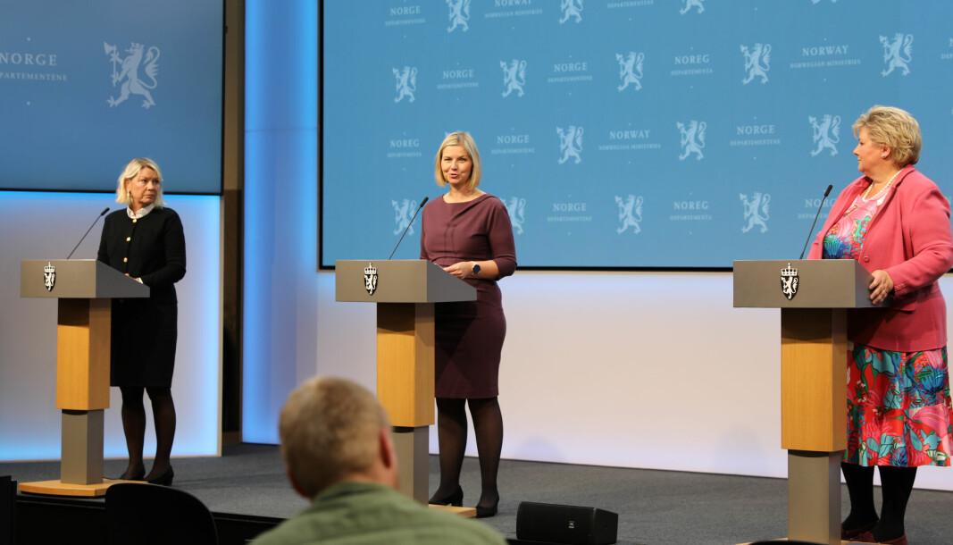 – Endelig kan vi begynne å leve som normalt igjen, sa kunnskaps- og integreringsminister Guri Melby under pressekonferansen fredag.