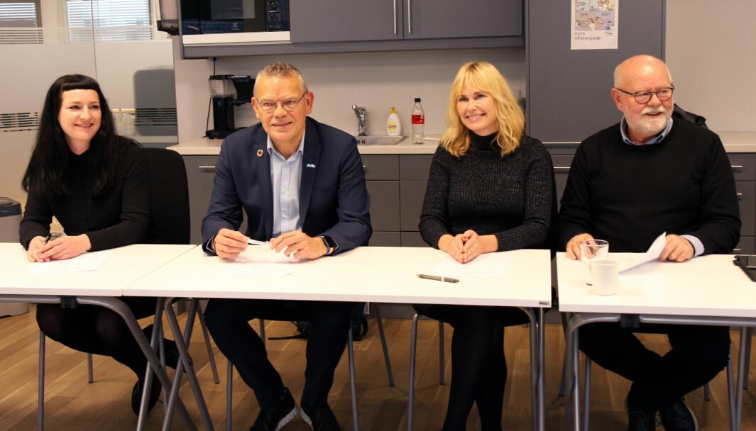 Forhandlingene i mellomoppgjøret i PBL-området ble gjennomført mandag. Fra venstre: Karianne Hansen Heien (Fagforbundet), Trond Ellefsen (Delta), Anne Lindboe (PBL) og Terje Skyvulstad (Utdanningsforbundet).