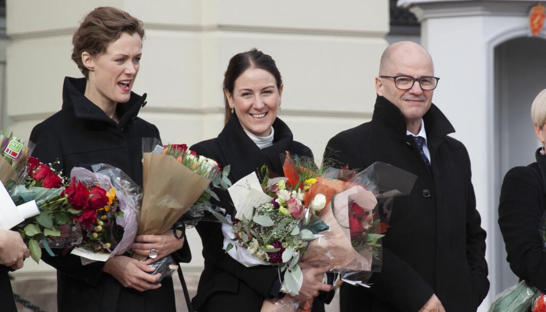 Tonje Brenna (i midten) er tidligere fylkesrådsleder i Viken.