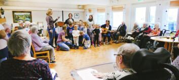Kjempeprosjekt skal forene barn og eldre med sang
